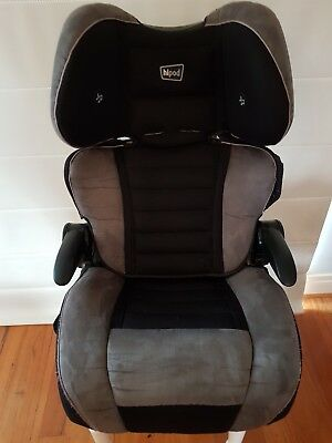 Hipod car seat booster forward facing suits child 4+ yrs with built in speakers