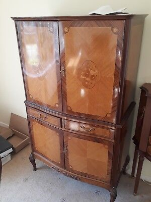 Queen Anne style Walnut Cocktail Drinks Cabinet in good condition.