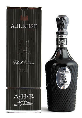 A.H. Riise Non Plus Ultra Black Rum 0,7l in Geschenkverpackung 42%