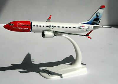 Norwegian Air Shuttle Sir Freddie Laker Boeing 737 MAX 8 Herpa Snap-Fit 611817