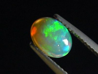 Opal / Edelopal 0,76 Ct. Topqualität Oval Cabochon (3382m)