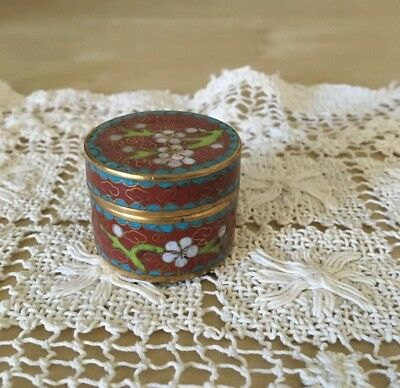 Small vintage cloisonne trinket box, red and turquoise accents, flower motif