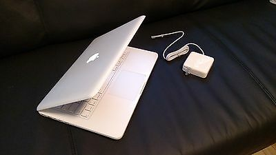 "Apple MacBook White 13"" a1342. 250GB HDD  2.26 GHz  4GB Ram.  LATEST MAC OS"