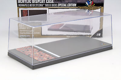 Indianapolis Motor Speedway Yard of Bricks Acryl Vitrine 1:18 Greenlight