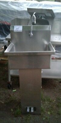 "HANDS FREE HAND SINK SINGLE STATION 20"" x 16"" x 8"""