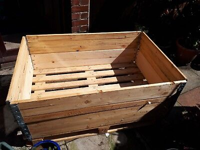 Pallet and Collars Flower Box