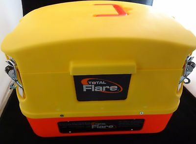 NEW--Total Flare Alkaline 8 Pack LED Flares With Case--FREE SHIPPING!!