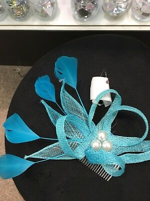 fascinator sinamay with feathers and attached hair comb(4954)