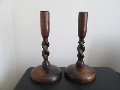 A PAIR OF VINTAGE 1920s/30s OAK TURNED WOODEN CANDLESTICKS 10 INCH