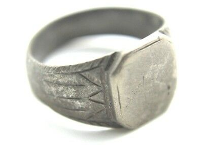 Ancient Roman Solid Silver Ring.    2V309