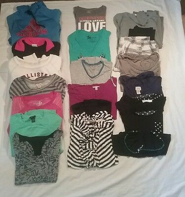 20 pc. Mixed lot womans, juniors, misses,teens, shirts, tops tanks size sm med