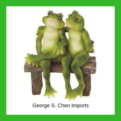 2 Frogs on Bench Garden Decoration Collectible Figurine Statue Lawn Gift Model