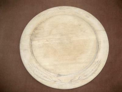 """Bread board with low relief carving Ears of wheat Round wooden 11"""" wide Vintage"""