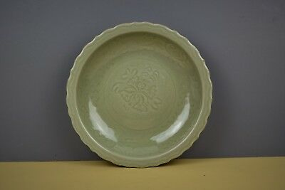 Fine Chinese Longquan Celadon Charger Ming Dynasty (1368-1644)