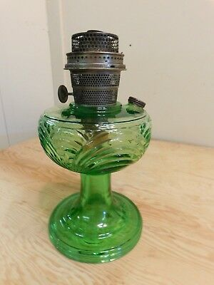 Aladdin Green Washington Drape Kerosene Oil Lamp V Pattern Foot