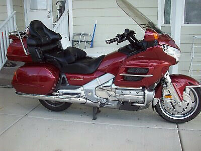2001 Honda Gold Wing  Honda Gold Wing 2001 GL 1800 ILLUSION ,RED, ABS Brakes, Loaded