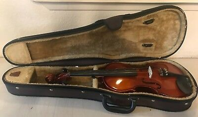 B & H Discovery Violin Model # 410414 W/Carrying Case