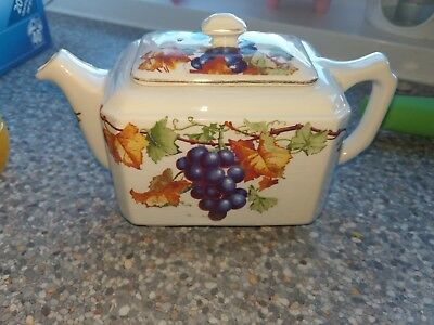 1930s Maling Small Teapot for Ringtons Ltd. - Vine Pattern