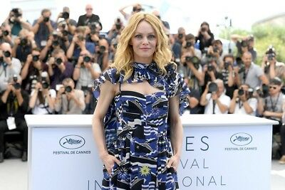 VANESSA PARADIS  ~ festival CANNES 2018 -  PHOTO 10X15 - Marches et Photocall 01