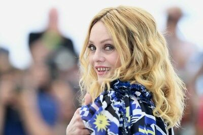 VANESSA PARADIS  ~ festival CANNES 2018 -  PHOTO 10X15 - Marches et Photocall 04