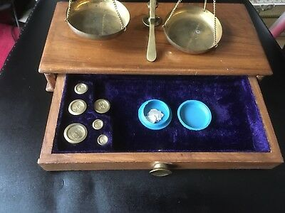 Beautiful set of brass balance scales size 25cm wide 12cm deep 22cm high
