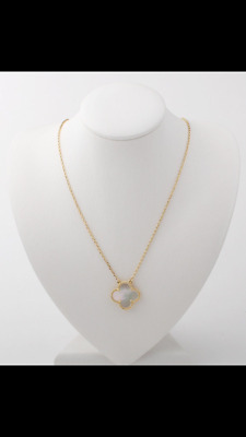 Single clover mother of Pearl necklace