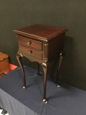 2-Drawer Solid Mahogany Queen Anne Nightstand