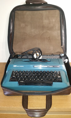 SCM Smith Corona Electra II Vintage Teal Electric Typewriter in Case