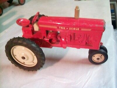 Tru-Scale Vntg 560 Ih Tractor 8 Inches Long And 4 Inches
