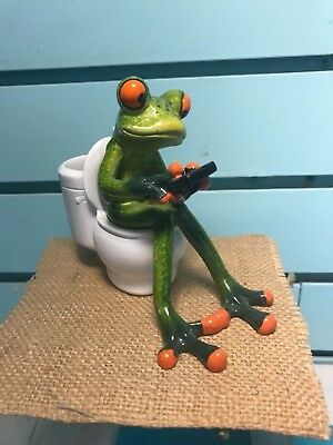 Brand New Frog Sitting On The Toilet Playing On The Phone Figurine. Nib