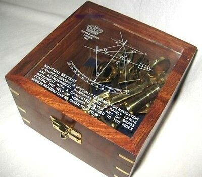 *Edler Sextant in dekorativer, verzierter Holzbox mit Glasdeckel