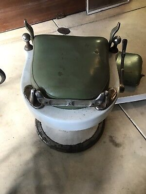 Antique Theo A. Kochs Barber Chair, Chicago, working hydraulics