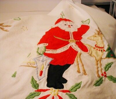 Christmas Tablecloth Oval 60x84 Embroidery Applique Santa Trees Cut outs Cotton