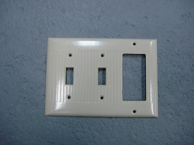 Vintage Sierra Uniline Ivory Decora GFCI Switch Cover Plate 3 Gang Ribbed