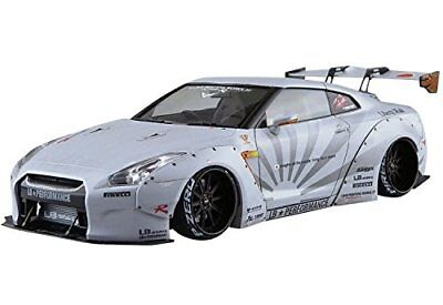 Aoshima 54031 LB Works R35 GT-R Ver.2 1/24 scale kit
