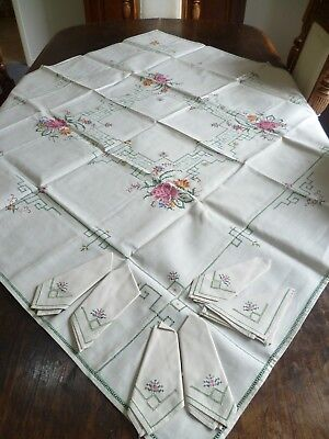 VINTAGE HAND EMBROIDERED TABLECLOTH 120 cms x 122 cms + 6 x SERVIETTES