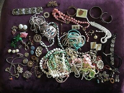 Large Lot Of Vintage Costume Jewelry Necklaces, Bracelets Over 50 Pieces Nice Re