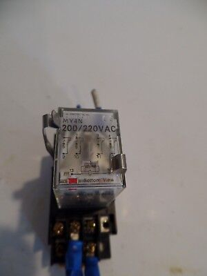 Omron Cube relay With Base, MY4N, Max 5A 250V 200/220VAC
