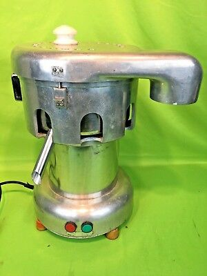 FMA OMCAN J110 Commercial Juicer Extractor 110V; .75HP; 9.3A - STAINLESS STEEL