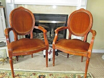 6 Antique Fauteuil Louis XIV Carved Wood Hobnail Chairs & Leather Top Table