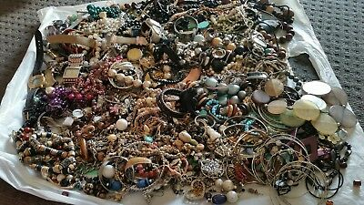 Huge 4.7Kilograms Craft Jewellery Beads bits & pieces Vintage & Modern necklace