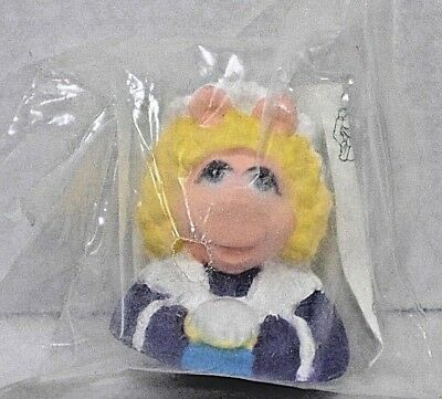 The Muppet Christmas Carol Finger Puppet Miss Piggy Hardee's 1993