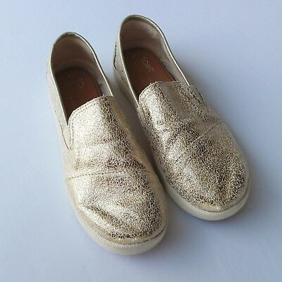 868b109566f Girls TOMS Avalon Slip On Gold Foil Shoes Size 5 Kids Casual Youth EUC