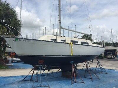 1975 Hunter 27 Shoal Draft Sloop with 9.9HP Mercury Outboard - NO RESERVE