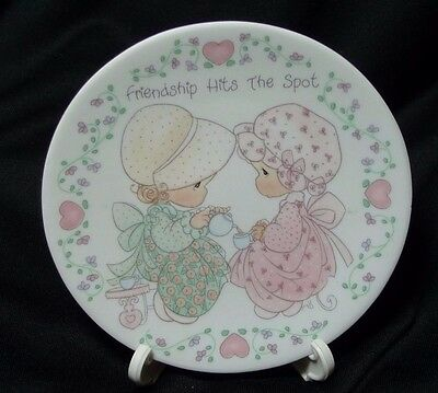 """1992 Precious Moments Porcelain 4"""" Plate & Easel Friendship Hits the Spot"""