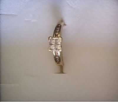 9ct solid yellow gold DIAMOND RING -  L 1/2 - 4 diamond centre + 10 on shoulders