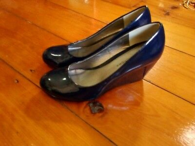 Stunning navy wedge heel by chinese laundry size 37/ 6.5