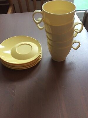 Vintage Retro Tupperware Plastic Cups And saucers x5 set