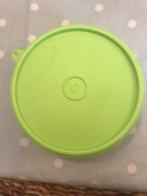 vintage tupperware container - small salad bowl with seal