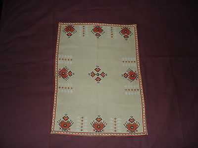 #051  Beautiful Vintage Hand-Embroidered Linen Table Runner